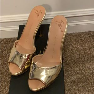 Gorgeous Giuseppe Zanotti platform gold heels